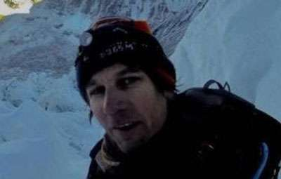 Man arrested attempting to climb Everest without permit