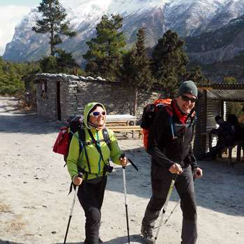 Trekkers walking on Annapurna Circuit Trail
