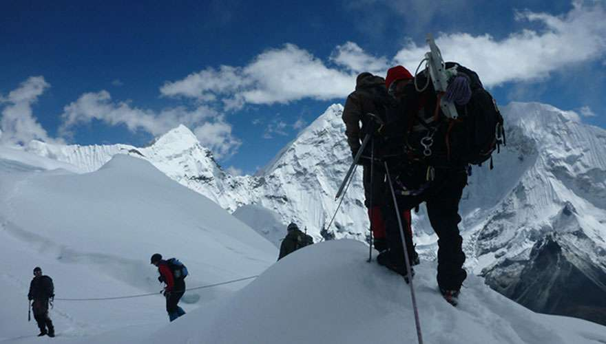 Climb Chulu West in Annapurna