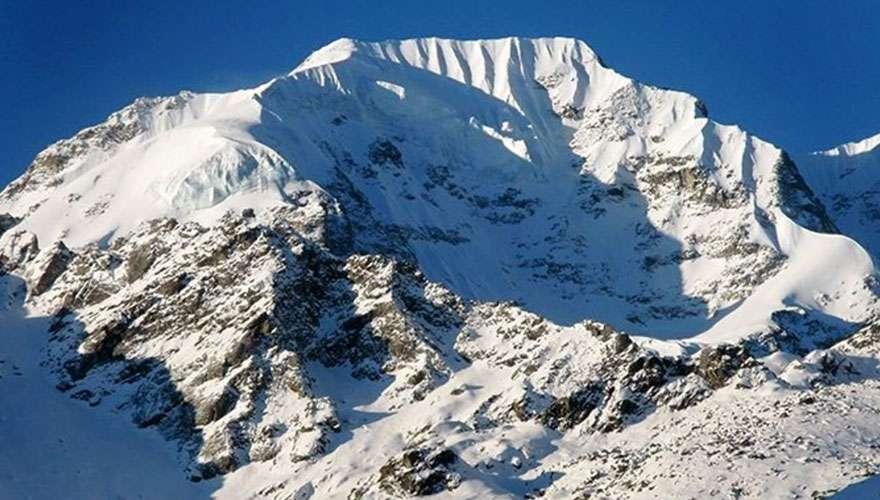 Naya Kanga Peak in Langtang