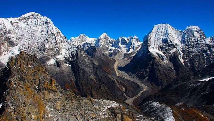 Peaks above rolwaling valley